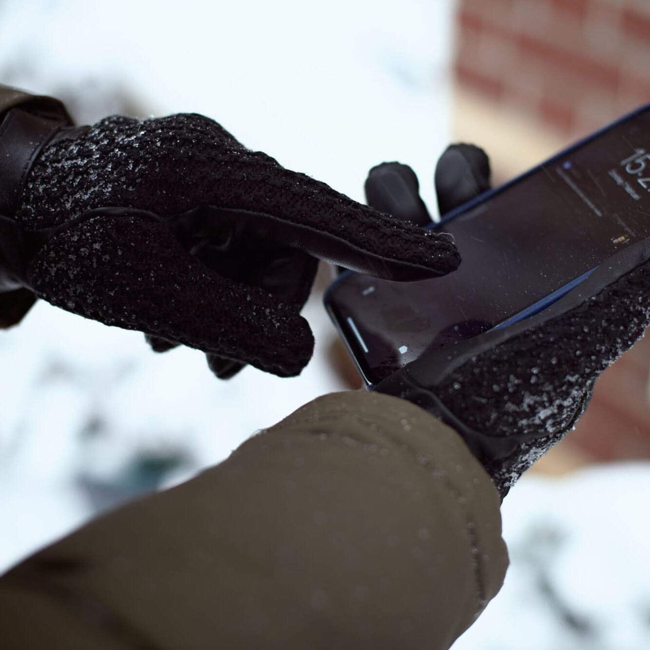 touchscreen gloves GL 052 CL 010 BL @photography.lifeshots2 scaled