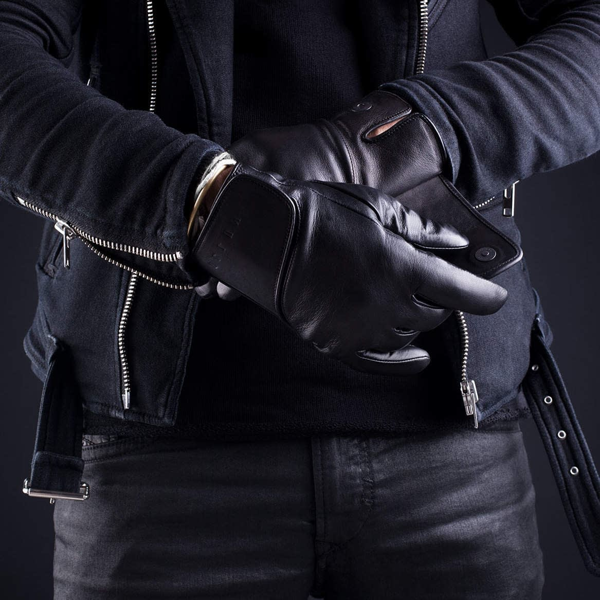 Leather Touchscreen Gloves Lifestyle 007