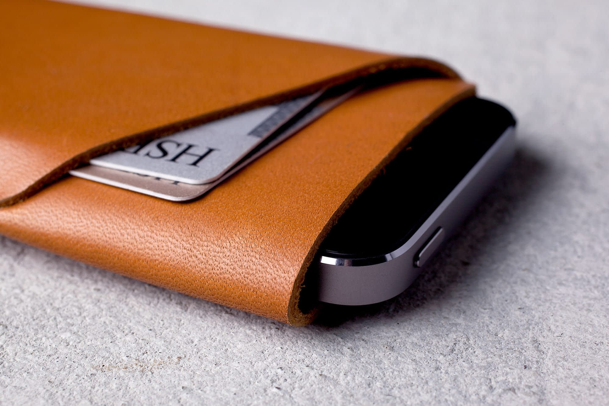 Slim Fit iPhone 5s Wallet Tan Lifestyle 004