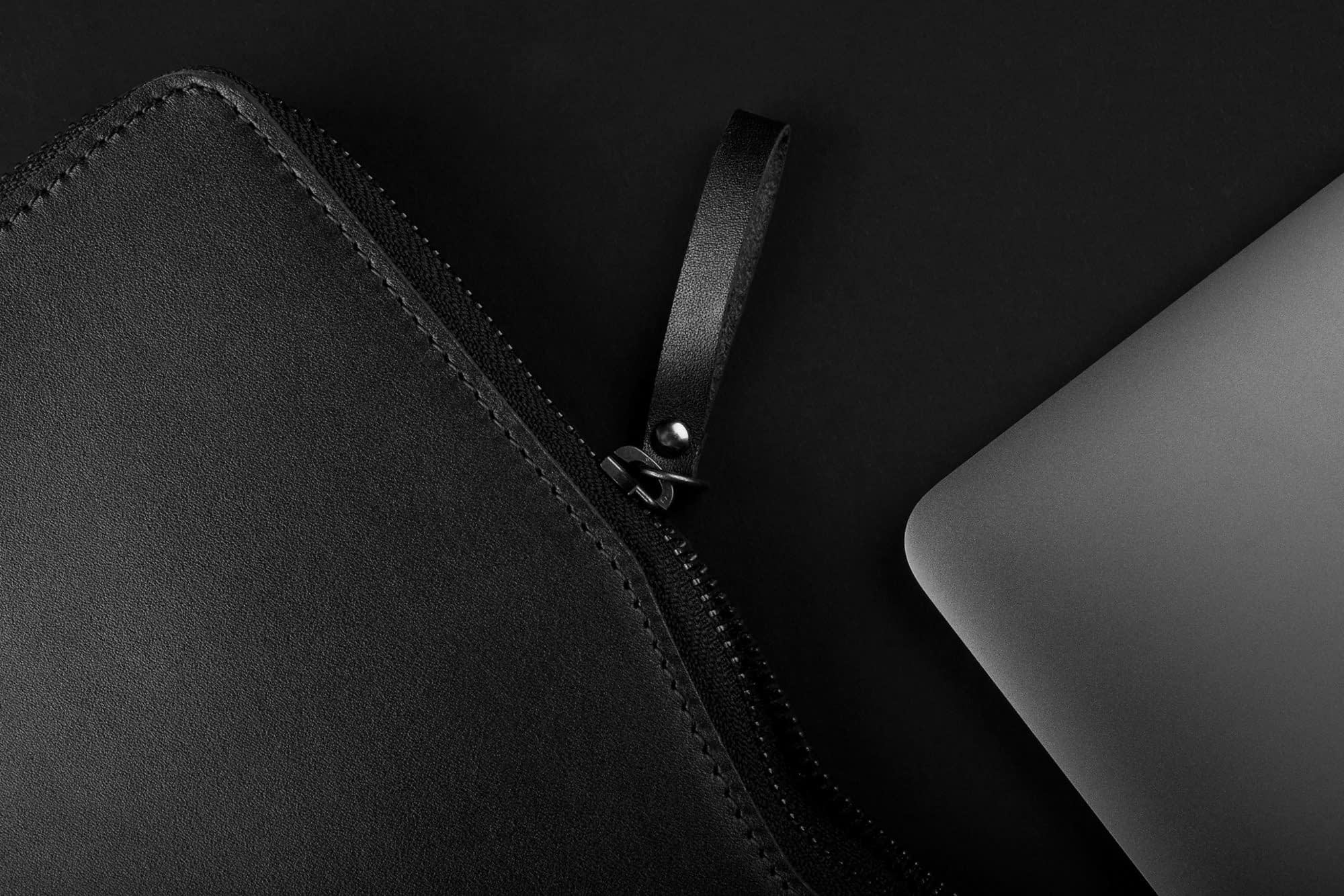 Carry On Folio Sleeve for 1222 Macbook Black 09