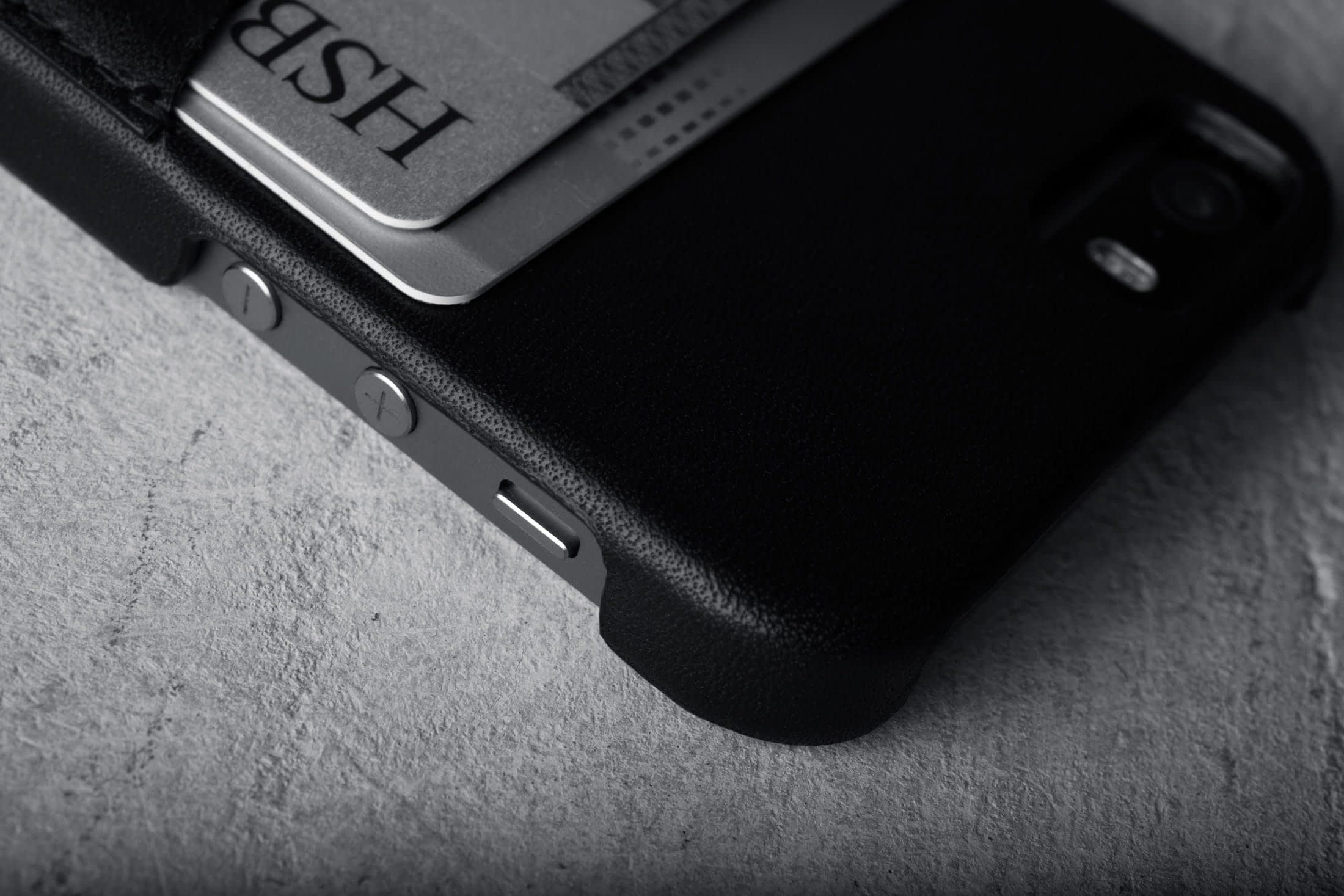 iPhone 5s Leather Wallet Case Black Lifestyle 003